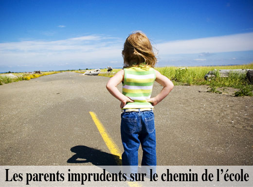 Les parents imprudents sur le chemin de l'école